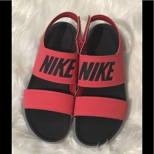 Nike Tanjun sandals size 8 great condition!